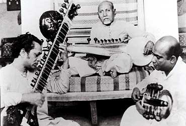 Ustad Allauddin Khan teaching Ravi Shankar & his son, Ali Akbar Khan_Bollywoodirect
