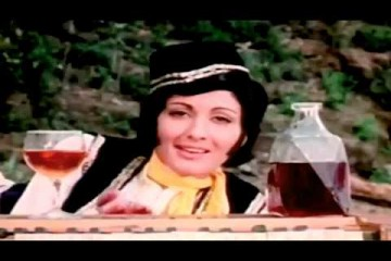 झूम बराबर झूम शराबी झूम बराबर झूम(क़व्वाली)- फ़ाइव राइफ़ल्स (1974)_jhoom barabar jhoom sharabi _5 rifles-Bollywoodirect-Song-I.S.Johar