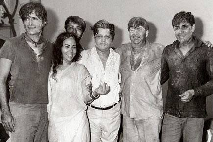 Holi At RK Studio-Raj Kapoor-Holi Celebration-Bollywood-Holi-Actor-Hero-Amitabh-Bachchan-Rekha-Rang-Barse-Heriones-Actress-Playing Holi