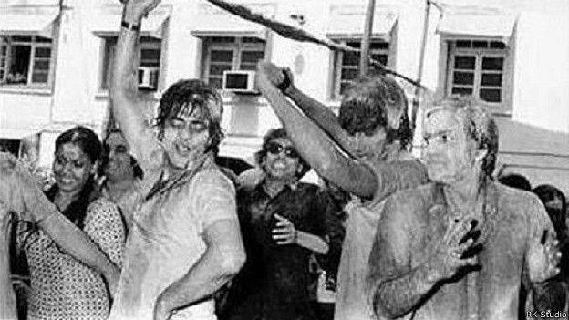 Holi At RK Studio-Raj Kapoor-Holi Celebration-Jeetendra-Prem Chopra-Bollywood-Holi-Actor-Hero-Amitabh-Bachchan-Rekha-Rang-Barse-Heriones-Actress-Playing Holi