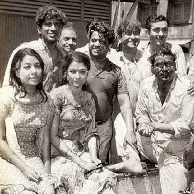 Holi At RK Studio-Raj Kapoor-Holi Celebration-Shammi Kapoor-Shashi Kapoor-Bollywood-Holi-Actor-Hero-Amitabh-Bachchan-Rekha-Rang-Barse-Heriones-Actress-Playing Holi