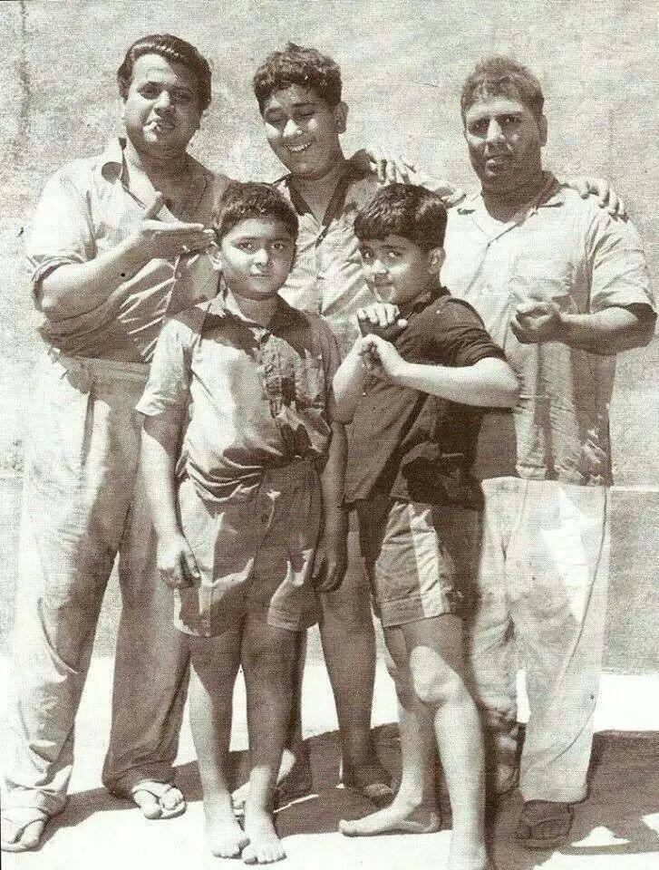 Holi At RK Studio-Raj Kapoor-Holi Celebration-Baby-Rishi Kapoor-Randhir Kapoor-Rajiv Kapoor-Bollywood-Holi-Actor-Hero-Amitabh-Bachchan-Rekha-Rang-Barse-Heriones-Actress-Playing Holi