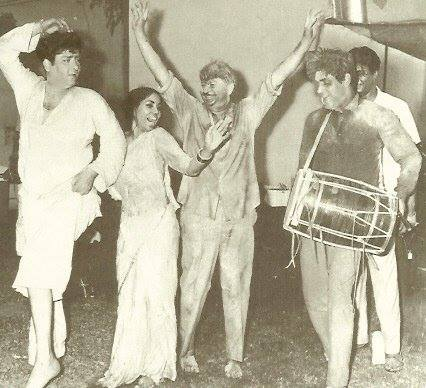 Holi At RK Studio-Raj Kapoor-Holi Celebration-Bollywood-Film-Stars-Holi-Actor-Hero-Amitabh-Bachchan-Shammi Kapoor-Rajender Kumar-Rekha-Rang-Barse-Heriones-Actress-Playing Holi