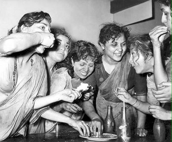 Holi At RK Studio-Raj Kapoor-Holi Celebration-Silm-Stars-Bollywood-Holi-Actor-Durga Khote-Nirupa Roy-Nargis-Geeta Bali-Hero-Amitabh-Bachchan-Rekha-Rang-Barse-Heriones-Actress-Playing Holi