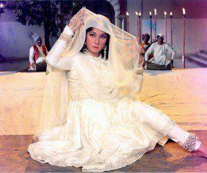 Meena Kumari_Mahjabeen Bano_Kamal Amrohi_Filmography_Biography_rare-unseen_photos_videos_songs_ghazal_sher_shaayari_poems_family_love_Reciting Her Own Poetry-