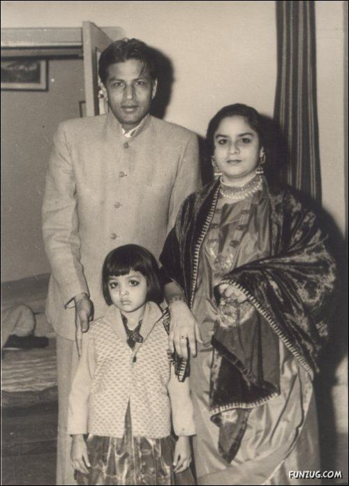 Shahrukh Khan's father Taj Mohammed Khan with his mother Lateef Fatima Khan siter Shehnaz Lalarukh Khan_Rare_Unseen_Bollywoodirect