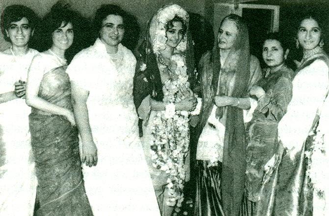 Saira Banu With Dilip Ar S Sisters Left To Right Farida Saeeda Taj