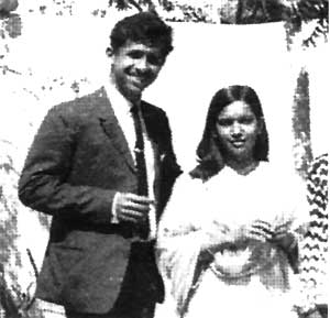 NASEERUDDIN SHAH-Kid-Baby-Rare-Unseen-Vintage-Old-Picture-Photo-Bollywoodirect-First Wife-Praveen Murad-Family