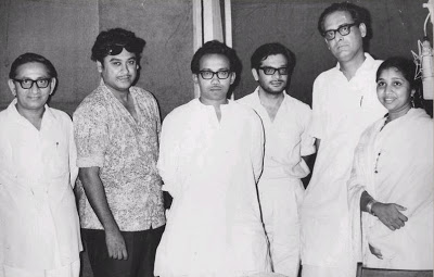 Rare Photo-Vintage-Old-Pics-Bollywoodirect-Daughter-Kishore Kumar-Asha Bhosle-Wife-family-Poetry-Poem