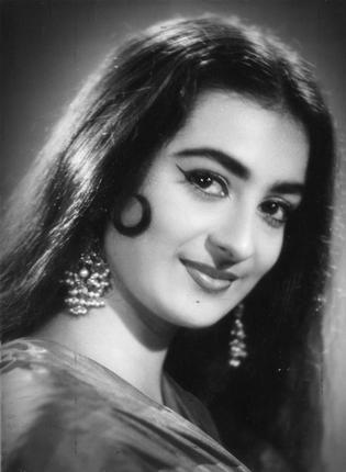 Rare-Photo-Video-Interview-Naseem Banu-Bano-Dilip Kumar-Vintage-Old-Young-Family-Bollywoodirect