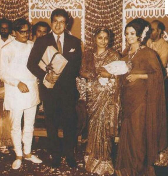 Rare Photo-Vintage-Old-Pics-Bollywoodirect-Daughter-Wife-family-Poetry-Poem-Dilip Kumar-Marriage-Saira Banu