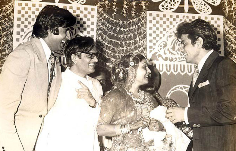 Rare Photo-Vintage-Old-Pics-Bollywoodirect-Daughter-Wife-family-Poetry-Poem-Amitabh Bachchan-Jeetendra