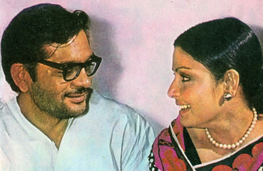 rakhee-Rare Photo-Vintage-Old-Pics-Bollywoodirect-Daughter-Wife-family-Poetry-Poem