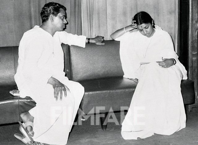 Rare-Photo-Pics-Old-Interview-Young-Family-Movies-Bollywoodirect-Poet-lyricist-lyrics