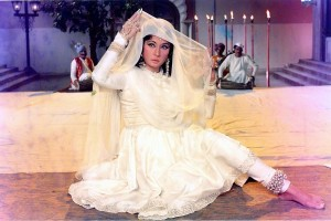 Meena Kumari_Mahjabeen Bano_Kamal Amrohi_Filmography_Biography_rare-unseen_photos_videos_songs_ghazal_sher_shaayari_poems_family_love_Reciting Her Own Poetry-